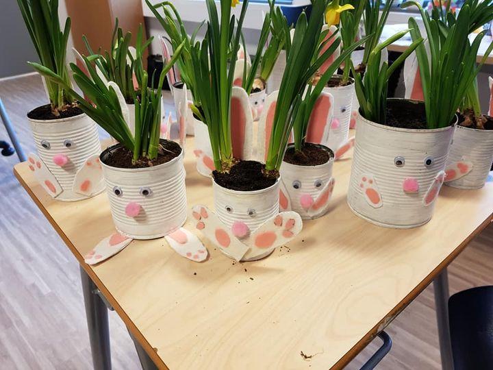 Med litt flott påskepynt, vil vi seie 🐣GOD PÅSKE 🐣 til alle!